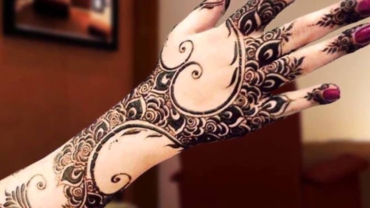 Attractive Simple Mehndi Pattern for Lohri Function.jpg
