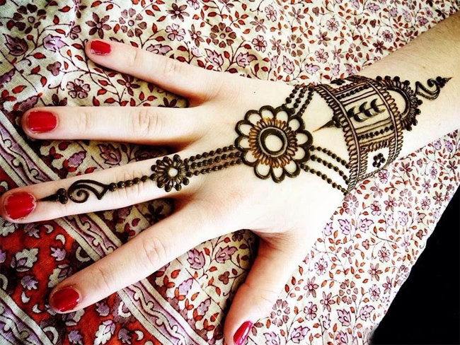 Simple Arabic-Henna-Designs-on-Hands for Marrige Party.jpg