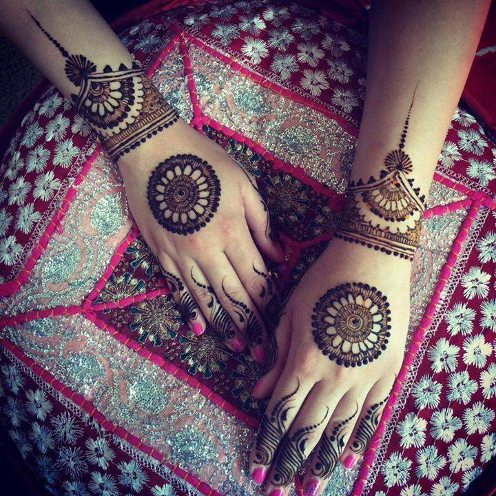 Stylish-Trendy-Arabic-Mehandi-Designs-for-Hands-Feet-Lohdi Function 2017.jpg